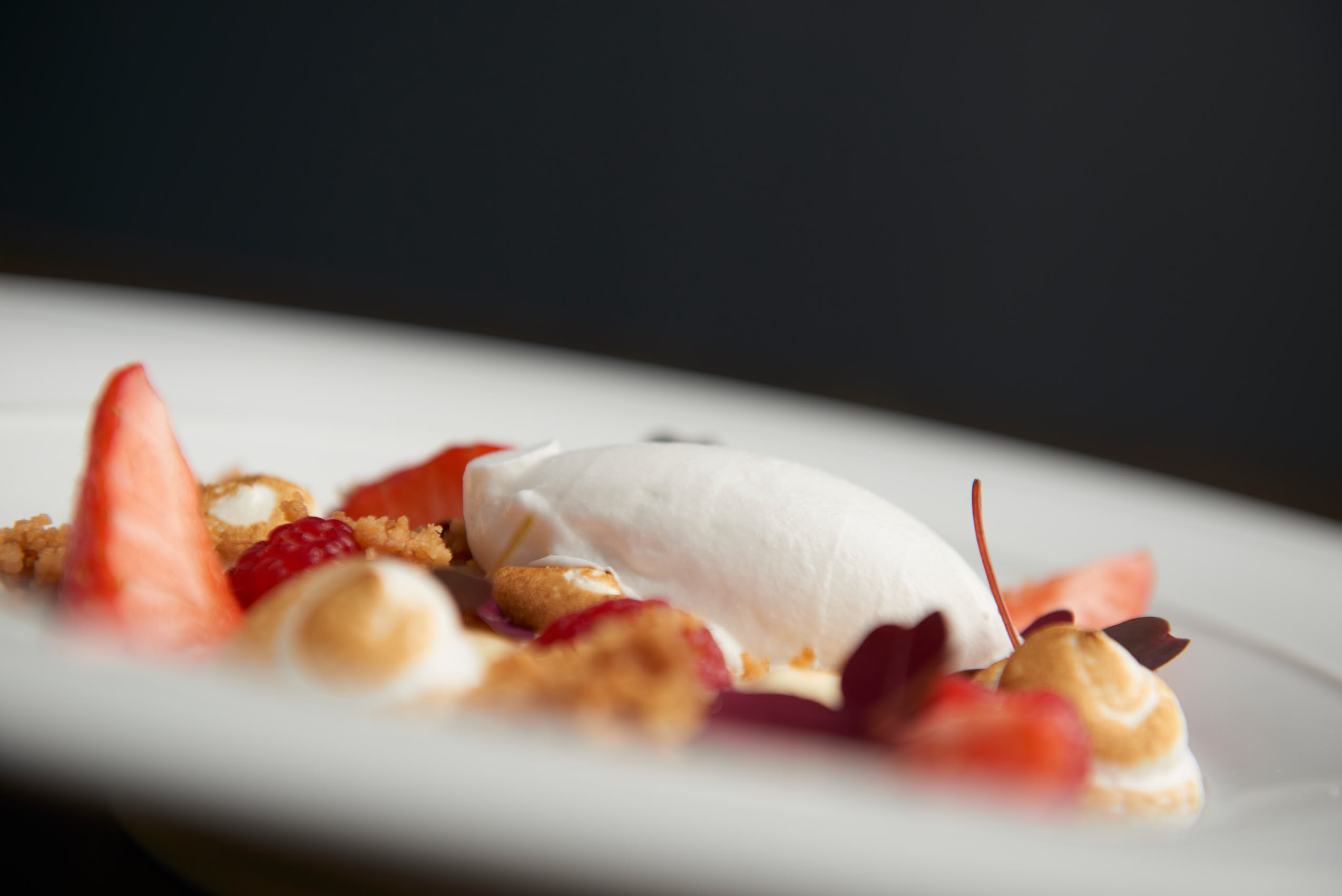 Vanilla ice cream with meringue, strawberries and crunch photo by Marcel Tiedje