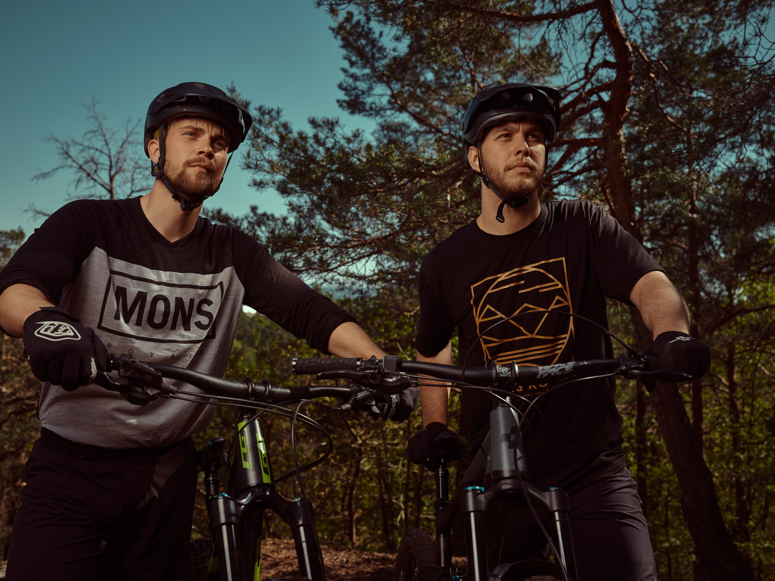 Downhill bikes Martin Solber & Vetle Brunvatne photo by Marcel Tiedje